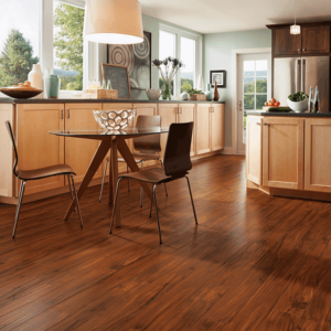 Środki czyszczące do podłóg drewnianych, laminatu i korka
