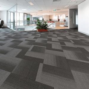 Środki czystości do dywanów z włókien syntetycznych
